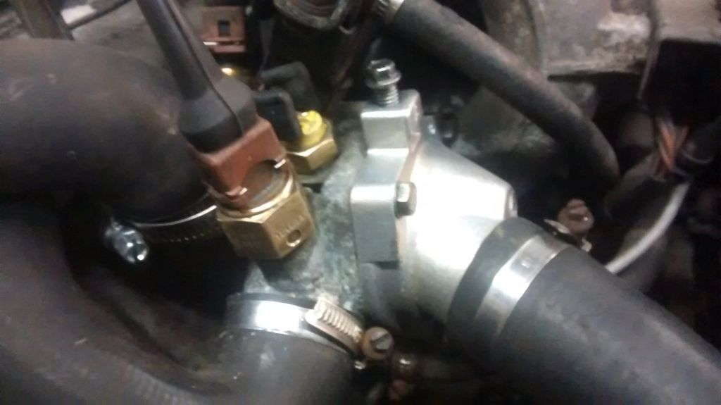 thermostat housing - IMG_20150816_012837086.jpg